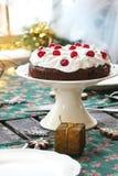 Regolazione della Tabella con il dolce di cioccolato Fotografie Stock Libere da Diritti