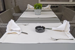 Regolazione della tabella del ristorante. Immagine Stock