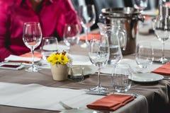 Regolazione della Tabella in un ristorante Immagini Stock