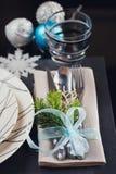 Regolazione della tavola di inverno con la decorazione di Natale Immagine Stock Libera da Diritti