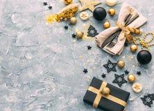 Regolazione della tavola di Natale con le decorazioni di natale, Fotografia Stock