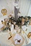 Regolazione della tavola di Natale, tavola festiva, stoviglie fotografia stock libera da diritti