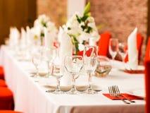 Regolazione della tavola di nozze della cena immagine stock