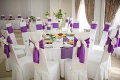 Regolazione della tavola di nozze di banchetto Fotografie Stock Libere da Diritti