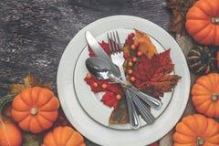 Regolazione della tavola di ringraziamento fotografia stock