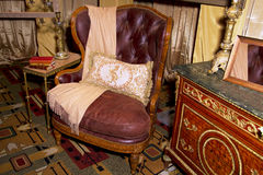Regolazione della vendita al dettaglio della mobilia antica Immagine Stock Libera da Diritti