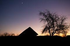 Regolazione di alba con la siluetta Immagini Stock Libere da Diritti