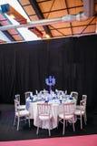 Regolazione di lusso della tavola di nozze nello stile romantico francese Immagini Stock Libere da Diritti