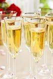 Regolazione di ricevimento nuziale con il champagne Fotografie Stock