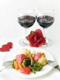Regolazione romantica della cena sul fondo bianco fotografia stock libera da diritti