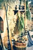 Regolazione rustica con la vecchia fornace ed il canestro di vimini Immagine Stock Libera da Diritti