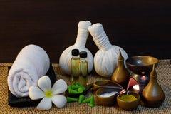 Regolazione tailandese di massaggio della stazione termale sul lume di candela Fotografie Stock