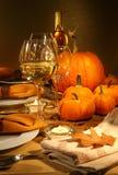 Regolazioni del pranzo con vino fotografie stock libere da diritti