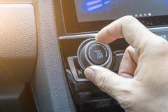 Regoli il bottone il condizionamento d'aria in automobile immagine stock