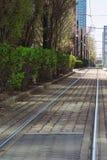 Regoli la linea a Jersey City con l'orizzonte della città su fondo immagine stock