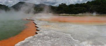 Regroupement de Champagne, région thermique de Wai-O-Tapu, Rotorua Photographie stock libre de droits