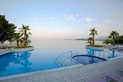 Regroupement de luxe d'infini avec la vue renversante de mer Image libre de droits