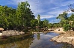 Regroupements au-dessus des automnes jumeaux dans Kakadu Image libre de droits