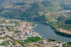 Regua, vineyars no vale de Douro fotos de stock