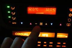 Regulación del acondicionador de aire del coche Imágenes de archivo libres de regalías