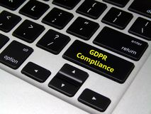 Regulación general GDPR - botón de la protección de datos del ordenador portátil imágenes de archivo libres de regalías