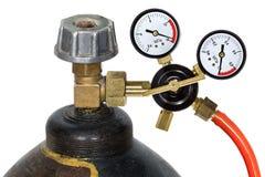 Regulador de presión de gas con el manómetro, aislado en el backgro blanco Fotografía de archivo libre de regalías
