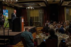 Regulador Edmund G de Califórnia Júnior de Brown discurso em uma conferência 13 de 2016 SEJ foto de stock