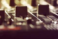 Regulador negro del mezclador de sonidos Fotos de archivo