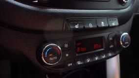 Regulamento da temperatura no carro 4K O vídeo tem um brilho do painel do sol e da cintilação video estoque
