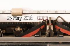 Regulamento geral da proteção de dados da UE de GDPR e data de começo escrita na máquina de escrever manual foto de stock royalty free