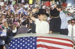 Regulator Bill Clinton, senator Al Gore, Hillary Clinton och Tipper Gore på lägre civilmålsdomstolhuset under den Buscapade campa Arkivbild