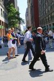 Regulatorn Andrew Cuomo för den New York staten deltar på LGBT Pride Parade i New York Fotografering för Bildbyråer