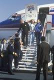 Regulatorn Bill Clinton, frun Hillary och dottern Chelsea disembark ett flygplan på valdagNov 3 av 1992 i Little Rock, Arka Arkivbild