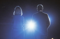 Regulatorn Bill Clinton och frun Hillary Clinton på en Texas aktion samlar i 1992 på hans sista dag av att delta i en kampanj i M Royaltyfri Bild