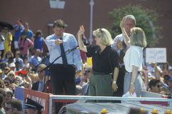 Regulatorn Bill Clinton, senatorn Al Gore, Hillary Clinton och Tipper Gore på den Buscapade aktionen 1992 turnerar i Corsicana, T Royaltyfria Bilder