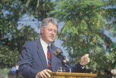 Regulatorn Bill Clinton talar på Maxine Waters Employment Preparation Center i 1992 in så Central LA Arkivbilder