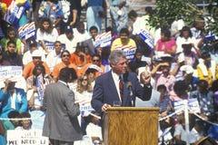 Regulatorn Bill Clinton talar på Maxine Waters Employment Preparation Center i 1992 in så Central LA Arkivfoton