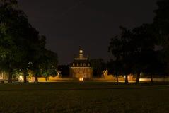 Regulators slott, Williamsburg, Virginia på natten Arkivbild