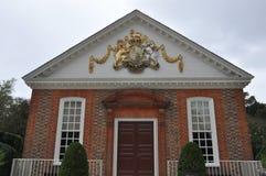 Regulatorslottbyggnaden i koloniinvånaren Williamsburg, Virginia Royaltyfri Fotografi