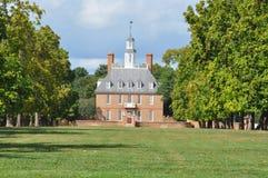 Regulatorslottbyggnaden i koloniinvånaren Williamsburg, Virginia Arkivfoto