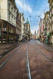 Regulierbreestraat在阿姆斯特丹的老中心有它的商店的 库存照片