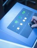 Rehabilitaci fizjoterapii mikrofali maszyna w klinice Fotografia Stock
