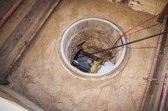 Rehabilitatie van een riool in het zand Royalty-vrije Stock Foto