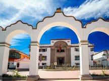 Reißen Sie Tor durch Piazza 10 de Noviembre in Potosi - Bolivien hin Lizenzfreies Stockfoto