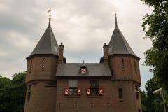 Reißen Sie Tor und Schlosswand von De Haar Castle hin Lizenzfreie Stockfotos