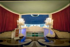 Reißen Sie Treppe zu Maua Hall Quitandinha-Palast-im ehemaligen Kasino-Hotel - Petropolis, Rio de Janeiro, Brasilien hin stockbild
