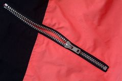 Reißverschluss angewendet auf Kleidung Stockfotografie