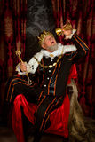 Rei bêbado com cetro Fotografia de Stock Royalty Free