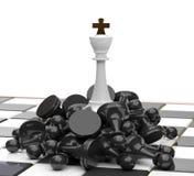 Rei branco em inimigos derrotados Imagem de Stock Royalty Free