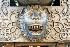 Rei Cannon no Kremlin de Moscou, cabeça do canhão do czar do leão Imagem de Stock